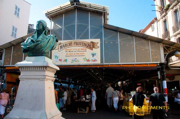 Antibes - marché provencal. Im Juli & August jeden Tag morgens geöffnet.