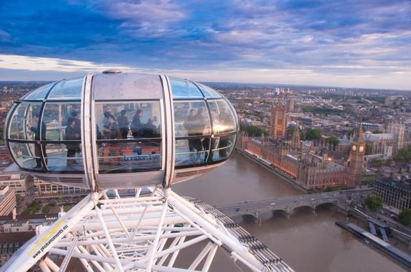 London Eye: langes Warten kann man durch vorheriges Buchen im Internet vermeiden
