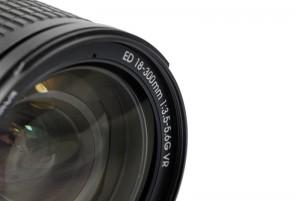 Das Filtergewinde ist jetzt 77mm Durchmesser. Beim Nikon 18-200 mm waren es noch 72 mm.