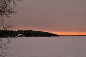 Menesjärvi-See (Lappland, Finnland) im Winter