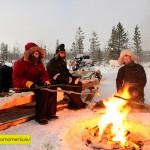 Lagerfeuerromantik mit Rentierwürstchen und frisch gebrühtem Kaffee